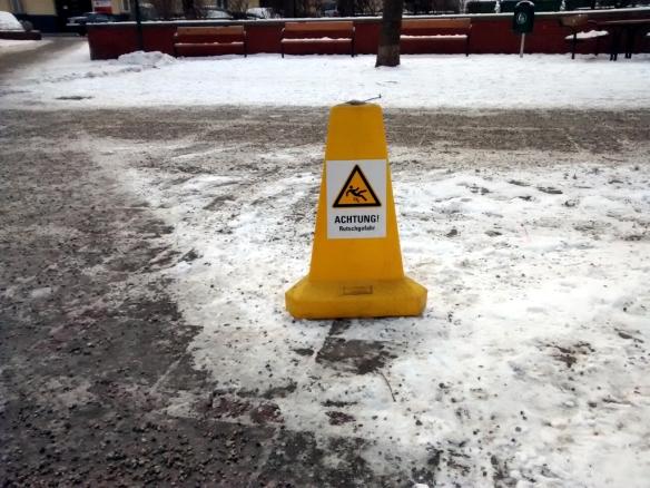 Achtung Schnee Rutschgefahr